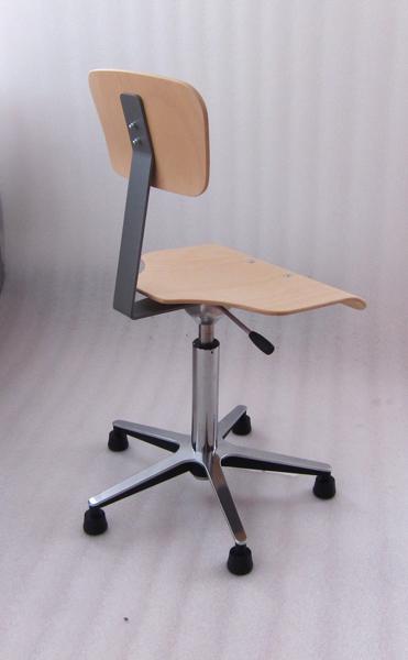 Schul stuhl cheap die proserie von fltotto foto fltotto for 1001 stuhl design